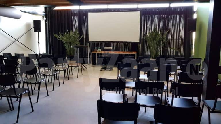 Beamer groot scherm voor presentatie huren