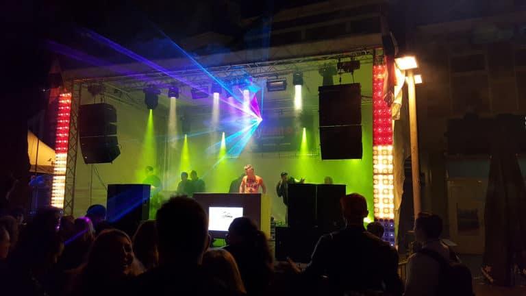 PartyZaan podium evenement huren